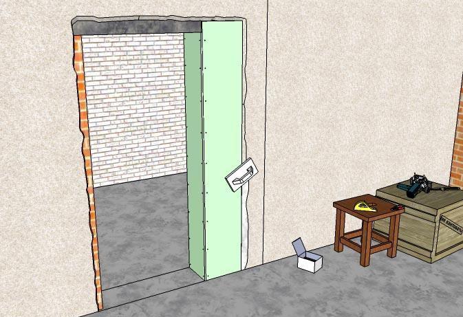 у входной двери большой проем в высоту