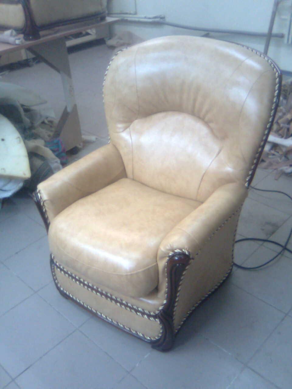 замена оббивки на кресле