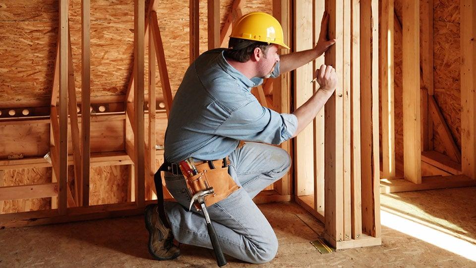 Стоимость услуг плотника