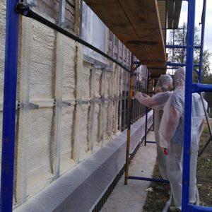 Нанесение ППУ на стены и фундамент зданий